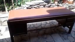 Maca em madeira com colchão de Corino 700,00