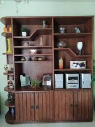 Vende-se estante de madeira