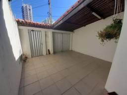 Casa na Pajuçara com varanda 3 quartos sendo 1 suíte