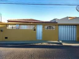 Imóvel Residencial no Bairro Veneza - Iguatu/CE. - 03 quartos (01 suíte), espaço amplos