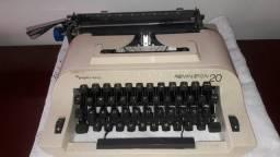 Maquina de escrever em ótimo estado de conservação