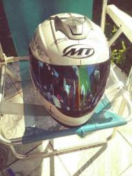 Vendo capacete c duas viseiras colorida e escura