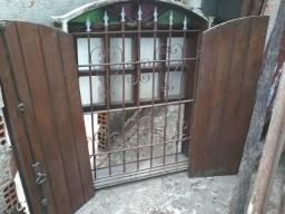 Janela Colonial de madeira maciça com Grade