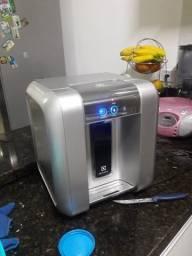 Vendo um purificador de água eletrolux