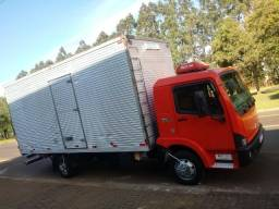 Caminhão bau - 2005