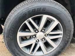Vendo roda da Hilux srx