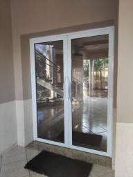 Porta de alumínio Branca com Vidro Bronze !