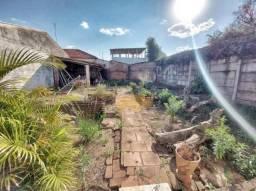 Casa com quintal para venda
