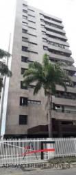 Apartamento amplo, com 4 suítes, 5 vagas, próximo a Beira Mar
