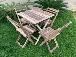 Mesa e cadeira dobrável em madeira maciça