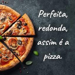 Pizzas médias e grandes.