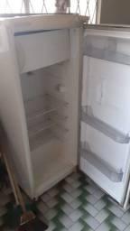 Vendo geladeira funcionado perfeitamente 350 reais