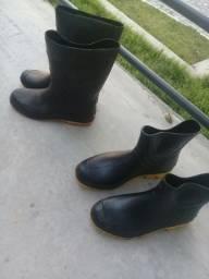Título do anúncio: Vendo  2 botas  uma do cano logo e outra curta