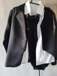 Terno infantil: camisa, calça,  gravata borboleta,  faixa e casaco. Tam.8
