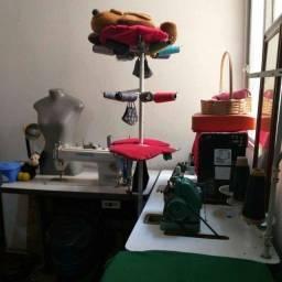 Título do anúncio: Máquina de Costura/ Equipamentos para Ateliê.