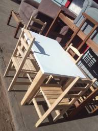 mesa de madeira com 4 cadeiras novas