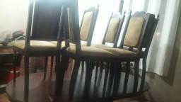 Vendo uma mesa com seis cadeiras em perfeito estado