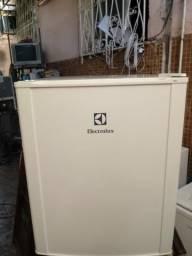 Frigobar Electrolux 80 litros 110 volts com garantia