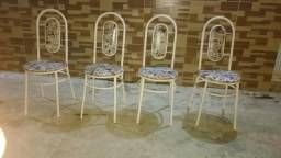 Quatro cadeiras pra cozinha