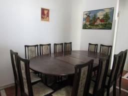 Jogo de jantar em imbuia com 12 cadeiras, itajer, bufet e colunas