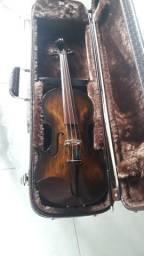 Violinos e violoncelos artesanais