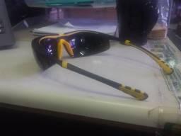 Óculos UNIVET para macariqueiro por R$ 30,00