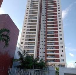Vende-se Apartamento no Ed. Torre Cenário com 3 Suítes