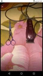 Máquina de corta cabelo profissional, acompanha todos os itens na foto
