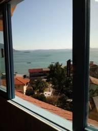 3 casas no Ribeirão da Ilha em Florianópolis com vista para o mar.