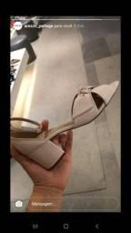 Vendo sandália Arezzo nova!