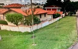 Terreno/ com casa térrea de esquina/Boqueirão/ Construtor