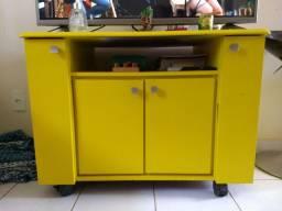 Rack amarelo com rodinhas