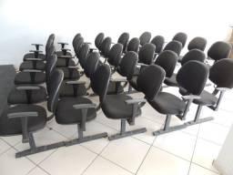 Cadeiras Estofadas em Perfil - Cor preta
