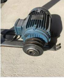 Motor Trifásico (220V) WEG 4CV