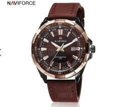 Relógio Naviforce 9056 marrom pulseira de couro vidro anti risco. Top demais
