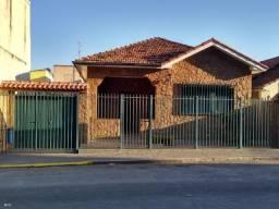 Casa em bairro tradicional c/ apartamento agregado