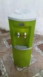 Vendo esse bebedor bem conservado bem bonito bem barato só apenas r$ 200 gela super bem