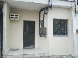 Alugo Casa 1.200 Reais no Centro com 3 Quartos