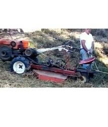 Tobata com cortador de grama