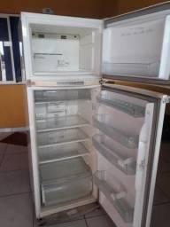 Vendo geladeira Electrolux 330 litros frost free