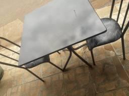 Vende se mesa com cadeiras