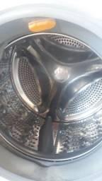 Máquina de lavar lave e seque.