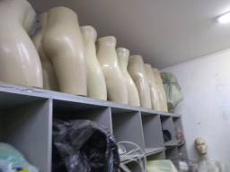Manequim:bustos feminino e bermuda masculina e feminina