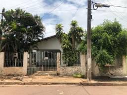 Casa no Conjunto São José sob esquina da Av. Goiânia