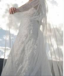 Vestido de noiva em renda com pérolas