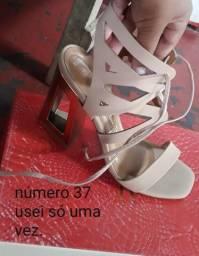 551500eb8 Vendo o meu sapato alto ou troco por um tenis para caminhar