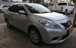 Nissan Versa 16 SV - 2013