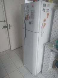 Geladeira / Refrigerador Electrolux 260L - 110v - R$ 700,00