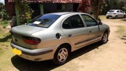Renault Megane 1999 emplacado tem reparos para fazer por favor Leia a descrição