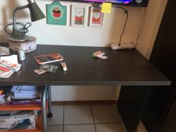 Mesa para quarto ou escritório